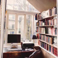 Bookshelves Office Bookshelves, Bookshelf Organization, Bookcases, My Dream Home, Dream Homes, Home Office, Office Desk, Spanish Interior, Cozy Couch