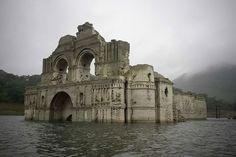 Uma igreja de 400 anos emergiu das águas de uma represa no México