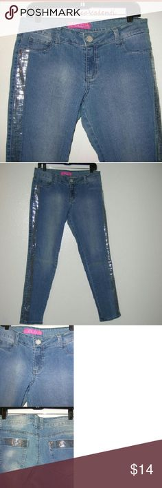 """Glo jeans sequined stretch...d Skinny jeans with a lot of stretch Sequin trim running down the legs and back pockets 35x30 Thigh 22"""" Ankle opening 12"""" GLO Jeans"""