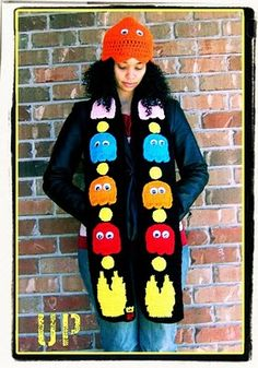 Crochet Scarf Ideas Pacman Scarf - I'd never wear this, but it sure is cool for a pacman fan! Crochet Beanie, Knit Or Crochet, Crochet Scarves, Crochet For Kids, Crochet Shawl, Crochet Crafts, Crochet Clothes, Hand Crochet, Crochet Toys