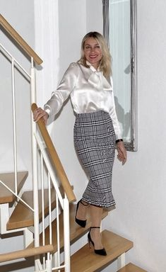 Pias Satin World Pleated Skirt Outfit, Blouse And Skirt, Skirt Outfits, Blouse Dress, White Shirt Outfits, Pencil Skirt Black, Pencil Skirts, Satin Bluse, Lace Tights