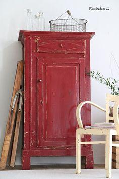 Französisches Vertiko in rot
