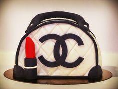 Tarta de fondant con forma de bolso de Chanel