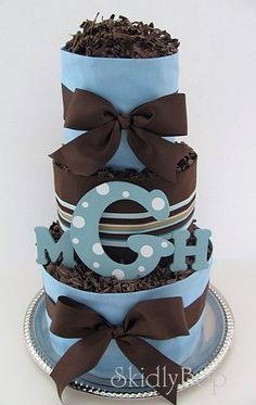 i love this diaper cake, its simple and not over done great shower gift idea