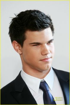 I know I know....very stereotypical pick for an attractive male....but oh my Taylor Lautner