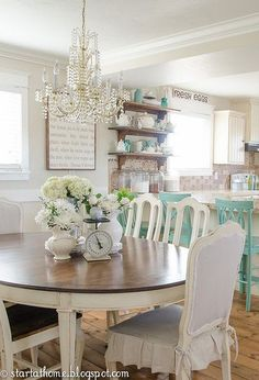 43 + Cool French Country Dining Room Table Decoration - Home By X Comedor Shabby Chic, French Country Dining Room, Kitchen Country, Vibeke Design, Dining Room Design, Dining Area, Kitchen Dining, Kitchen Chairs, Shabby Chic Kitchen Table And Chairs
