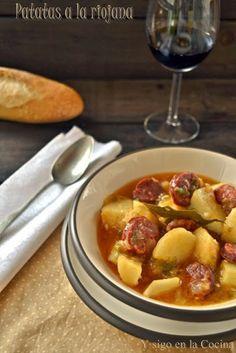 Patatas a la Riojana....Y una copa de vino.{Quien sabe beber,sabe vivir}