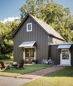 Stunning 48 unique farmhouse exterior design ideas for your home. Exterior Remodel, Exterior Doors, Grey Homes Exterior, Cabin Exterior Colors, Exterior Paint, Plan Chalet, Pole Barn Homes, Pole Barns, Shop House Plans