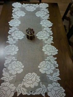 Conjunto Rosas - Table Runner W/O Center - Diy Crafts Crochet Dollies, Crochet Doily Patterns, Crochet Diagram, Crochet Art, Crochet Home, Thread Crochet, Lace Knitting, Crochet Designs, Easy Crochet
