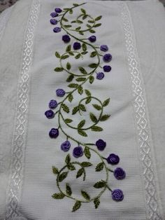 Cushion Embroidery, Floral Embroidery Patterns, Border Embroidery, Hand Embroidery Flowers, Hand Embroidery Stitches, Silk Ribbon Embroidery, Embroidery Fashion, Hand Embroidery Designs, Diy Embroidery