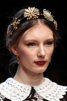 Dolce & Gabbana Automne/Hiver Womenswear - Défilés ( old costume brooch headband Headband Hairstyles, Retro Hairstyles, Beach Hairstyles, Men's Hairstyle, Hairstyles Haircuts, Braided Hairstyles, Wedding Hairstyles, Runway Hair, Fashion Accessories
