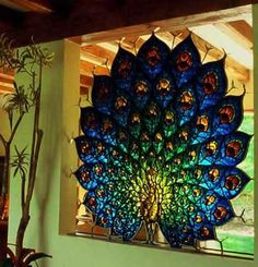 Peacock stained glass, this is absolutely Gorgeous. I would like to be able to make a stained glass design like this one. Stained Glass Panels, Leaded Glass, Stained Glass Art, Window Glass, Window Art, Peacock Decor, Peacock Art, Peacock Colors, Verre Design