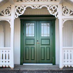 Bilderesultat for magebelte sveitserhus Exterior Trim, Exterior Doors, Future House, My House, Front Porch Addition, Vintage Porch, Scandinavian Home, Porch Decorating, Victorian Homes