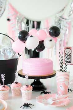 This makes me want to host a girly Halloween party soooooo bad! I found this inspo on (run by my friend Amy who is the sweetest mom-shop owner and party creative). Check her out and see more of this party at ! Halloween First Birthday, Pink Halloween, Halloween Food For Party, Halloween Party Decor, Halloween Kids, 1st Birthday Parties, Diy Party, Party Ideas, Halloween Cupcakes