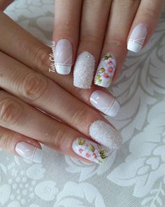 Unhas perfeitas, unhas lindas, unhas brancas, unhas com flores, cores de un Flower Nail Designs, Nail Art Designs, Kid Desserts, Manicure E Pedicure, Pretty Hands, Bling Nails, Red Nails, Beautiful Nail Designs, Fabulous Nails
