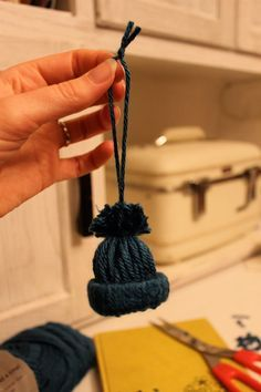 * little christmas hat ornaments (no knitting required) -- scroll down to: Friday, December Tiny Hat Ornaments How-To. Snowman Crafts, Christmas Projects, Yarn Crafts, Holiday Crafts, Snowman Hat, Snowmen, Noel Christmas, Homemade Christmas, Winter Christmas