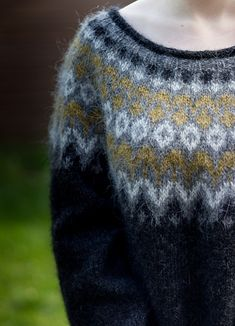 Ravelry: Lisa-Mai's Riddari Icelandic Sweaters, Wool Sweaters, Fair Isle Knitting, Free Knitting, Crochet Woman, Knit Crochet, Linen Stitch, Nordic Sweater, Sweater Knitting Patterns