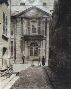 Eugene Atget - Lagny (Seine et Marne) Hotel de Ville, 1900 History Of Photography, Documentary Photography, Fine Art Photography, Street Photography, Lagny Sur Marne, Eugene Atget, Berenice Abbott, Vintage Paris, Amazing Architecture
