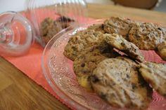 Die fertigen Schoko Cookies. Fertig zum sofort vernaschen oder für die Keksbox! Dort aber auch nicht allzu lange aufbewahren - denn die Kekse sind ohne jegliche Konservierungsstoffe!
