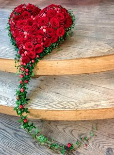 white would be so beautiful.This says: Funeral heart. Flores Memorial, Memorial Flowers, Funeral Flower Arrangements, Funeral Flowers, Deco Floral, Arte Floral, Floral Design, Fresh Flowers, Beautiful Flowers
