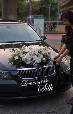 BMW Wedding Car Decoration Ideas With White And Pink Flowers BMW Hochzeitsauto-Dekorations-Ideen mit weißen und rosa Blumen Wedding Car Decorations, Flower Decorations, Wedding Bouquets, Wedding Flowers, Bridal Car, Flower Car, Diy Wedding, Wedding White, Wedding Cars