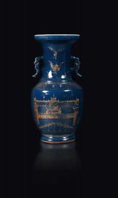 A vase in blue and gold porcelain, China, Qing dynasty, 18th century - altezza cm 40 [...], Taste, Furniture and Residences, An Italian Collection (Genova) à Cambi Casa d'Aste | Auction.fr