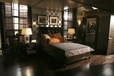 Like accent wall behind bed Castle Tv Series, Castle Tv Shows, Soho, Wall Behind Bed, Castle Floor Plan, Richard Castle, Sweet Home, House Design, Set Design