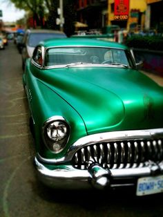 Love the Green old car.