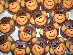 Monkey Cupcakes with Vanilla Wafers Button Cupcakes, Fancy Cupcakes, Yummy Cupcakes, Birthday Cupcakes, Monkey Cupcake Cake, Sock Monkey Cupcakes, Monkey Cakes, Monkey Monkey, Cupcake Photos