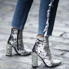 Glitter and velvet. We love this sparkling combination!