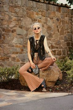 Nanda Schwarz: Double Lace up