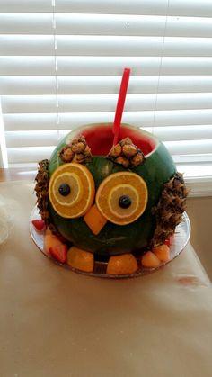 Owl fruit salad Fruit Recipes, Brunch Recipes, Owl Desserts, Owl Food, Edible Fruit Arrangements, Fruit Animals, Fruit Creations, Creative Food Art, Food Carving
