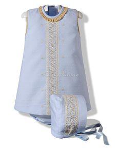 Vestido de piqué celeste con capota