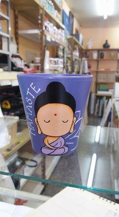 Es lo más Flower Pot Art, Flower Pot Crafts, Clay Pot Crafts, Diy Bottle, Bottle Art, Bottle Crafts, Painted Plant Pots, Painted Flower Pots, Flower Pot People