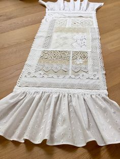 """Danke für die freundlichen Worte! ★★★★★ """"Another absolutely beautiful runner....just exquisite!! the wonderful workmanship is superb!!! Your lovely kind message meant the world to me thank you. My little gift was so special too! Special thoughts for a wonderful person. Shabby Vintage, Vintage Stil, Shabby Chic Stil, Little Gifts, Lace Shorts, Etsy, Thoughts, Beautiful, Fashion"""