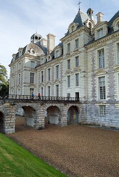 The Château de Cheverny is located at Cheverny, in the département of Loir-et-Cher in the Loire Valley in France.