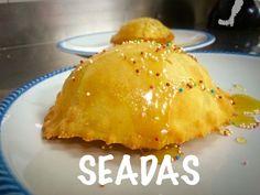 La seadas  e' un dolce tipico della tradizione sarda, ripiena di formaggio e scorzetta di arance, viene fritta è servita con miele #seadas#sardegna#treviso