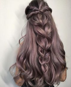 Expert Hair Care Tips For Any Age. Your hair might be your worst enemy, but it does not have to be! You can reclaim your hair with a little research and effort. First, identify your hair typ Pretty Hairstyles, Wedding Hairstyles, Hairstyle Ideas, Modern Hairstyles, Updo Hairstyle, Easy Hairstyles, Wedding Updo, Christmas Hairstyles, Hairstyles 2018