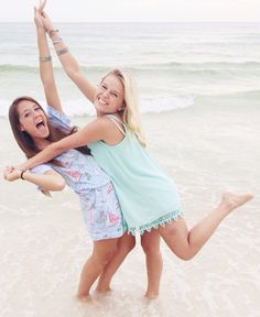 She's Gone Preppy Adorable BFF picture; going to get this with my best friend Sister Beach Pictures, Funny Beach Pictures, Bff Pictures, Photos Bff, Best Friend Pictures, Cute Photos, Beach Photos, Friend Pics, Videos Instagram