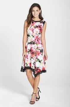 Floral desenli asimetrik elbise