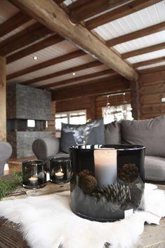Her kan du se bilder fra Hjeltnes-huset - Botrend Cedar Homes, Log Homes, Rustic Elegance, Modern Rustic, Building A Cabin, Log Home Interiors, Rustic Bedroom Design, Summer Cabins, Industrial House