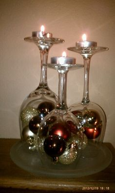 Beautiful fireplace mantle decoration…Christmas bulbs and wine glasses - Kamin Idee Christmas Projects, Christmas Home, Christmas Holidays, Christmas Bulbs, Christmas Crafts, Christmas Mantles, Christmas Candle Holders, Christmas Lanterns, Christmas Images