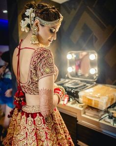 Beautiful And Luxury Wedding Outfit For Bridal 31 Wedding Lehnga, Indian Wedding Bride, Bridal Lehenga Choli, Desi Wedding, Red Lehenga, Wedding Dresses, Luxury Wedding, Indian Weddings, Shaadi Lehenga