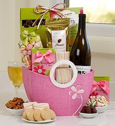 Is mom a wine lover? Send a Mother's Day wine basket with delicious wine and gourmet treats! #mothersdaywinebasket #mothersdaygiftbaskets
