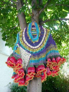 Flores Gypsy freeform crochet poncho reserved por lorenaferreira Más