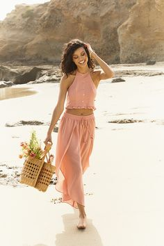Enjoy soaking up the sun in this women's halter crop top from the LC Lauren Conrad Beach Shop collection. Lc Lauren Conrad, Night Outfits, Summer Outfits, Halter Crop Top, Color Rosa, Fashion Over, Fashion Edgy, European Fashion, Colorful Fashion