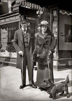 Scottish Terrier, 1917 vintage photo of couple walking their Scotty dog Vintage Pictures, Old Pictures, Vintage Images, Old Photos, Photo Vintage, Vintage Dog, Look Vintage, Edwardian Fashion, Vintage Fashion