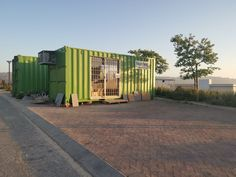 Topshell offers secure and spacious on site storage, offices, accommodation and ablution. Site Office, Container Conversions, Mobile Office, Storage Facility, Batam, Self Storage, Storage Containers, Offices