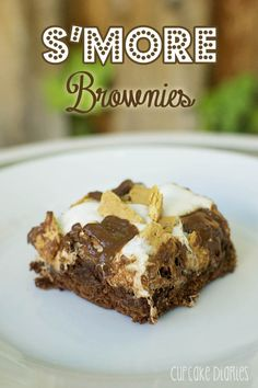 Smore Brownies - All the goodness of a smore packed into a chewy chocolate brownie! | cupcakediariesblog.com