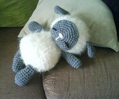@Andrea / FICTILIS / FICTILIS Phillips...u should show this to Tanya. Sleeping Baby Sheep #crochet #DIY #pattern